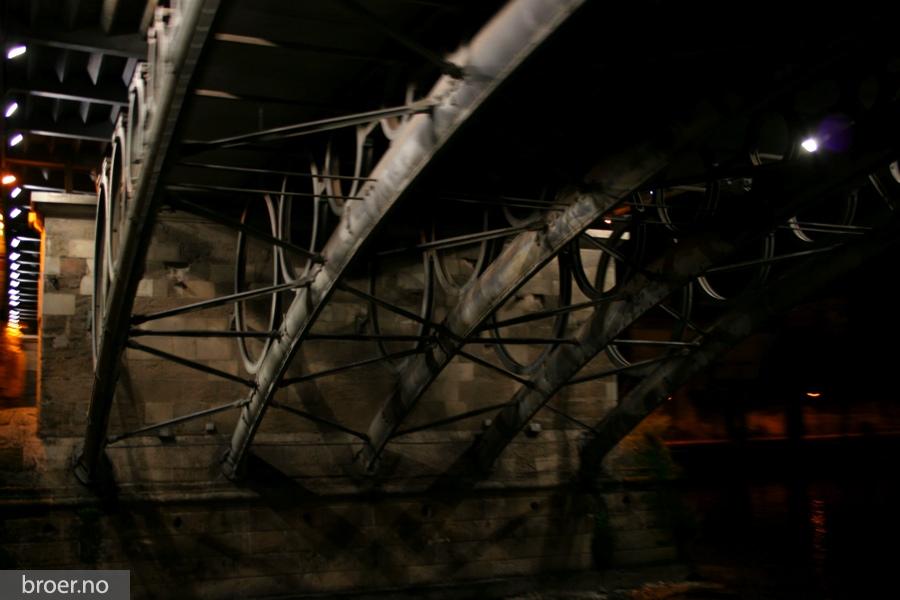 photo of Triana bridge