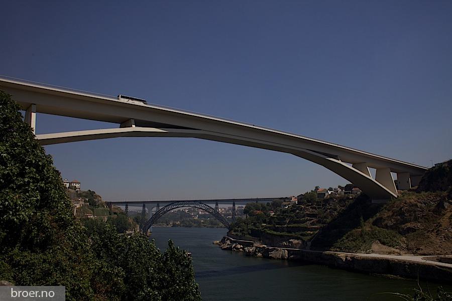 photo of Infante D. Henrique Bridge